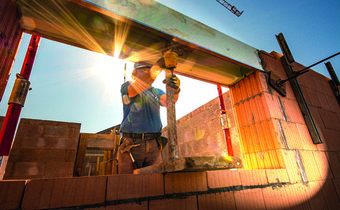Rozvoj stavebnictví limituje byrokracie i nedostatek pracovníků